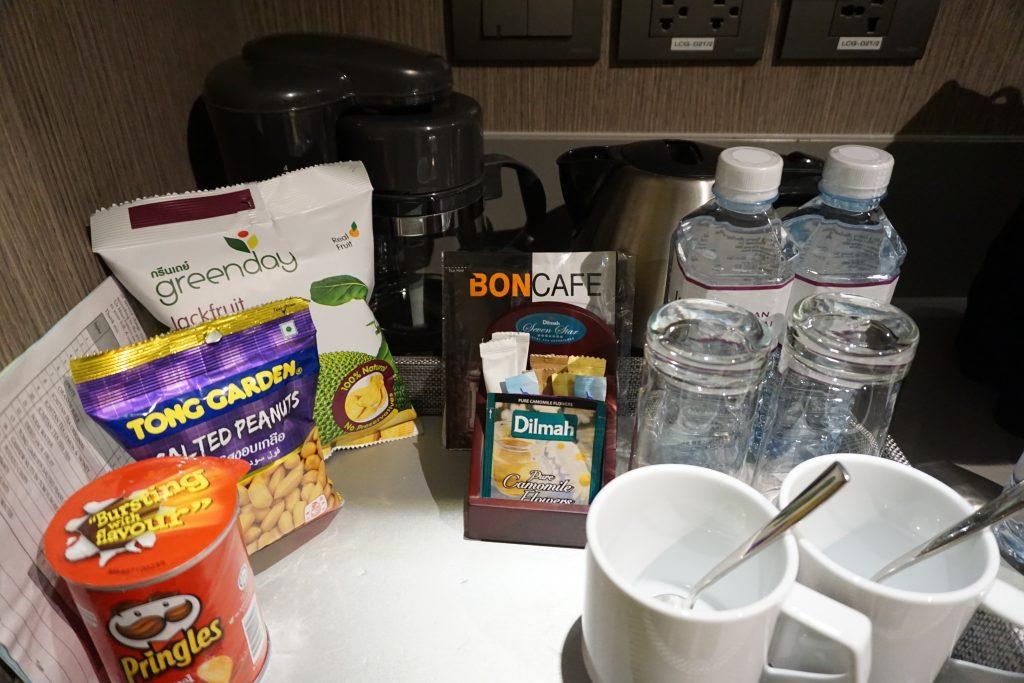 ユー二マンチェンマイの部屋のコーヒーと紅茶セット