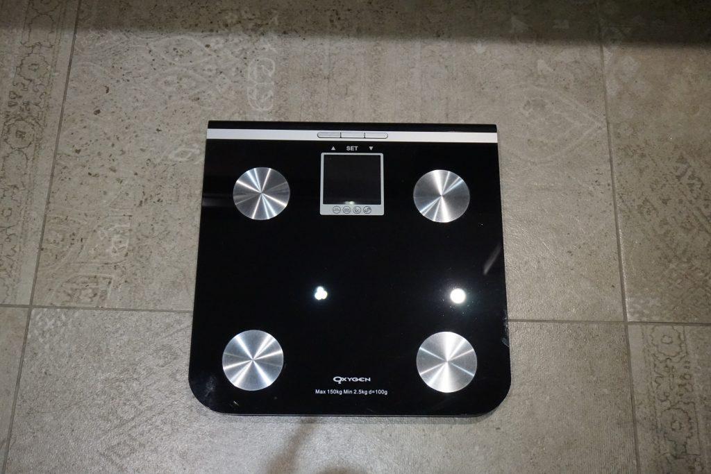 ホテルに備え付けの体重計