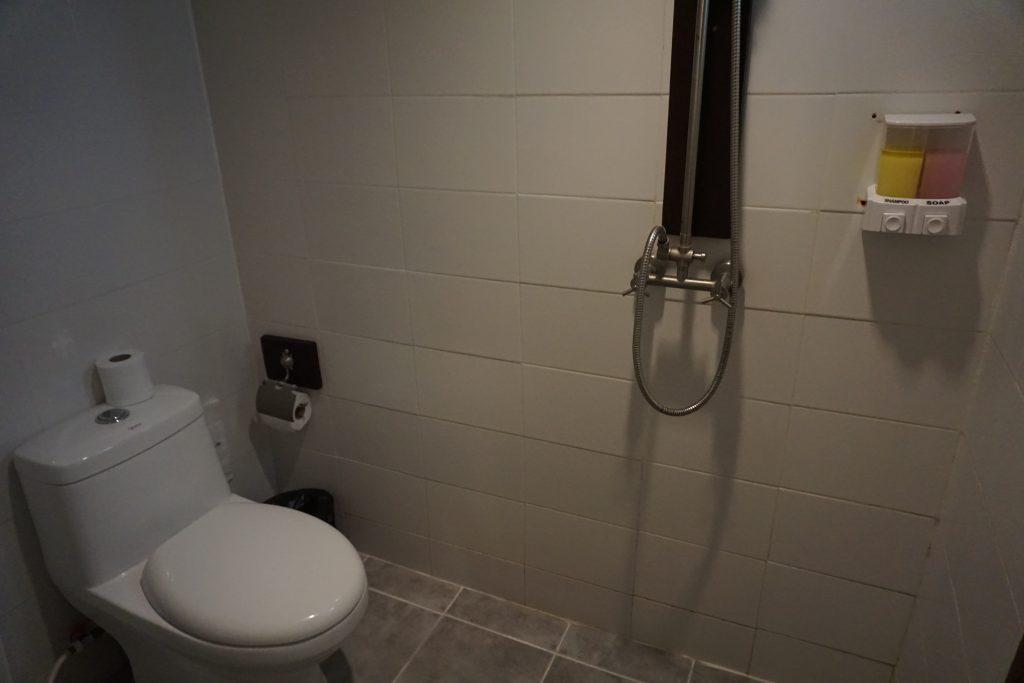 ホテルのシャワーとトイレ